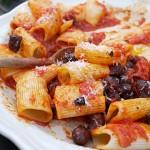 Pasta med merguez og tomatsauce