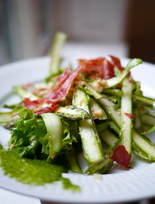 rå grønne asparges