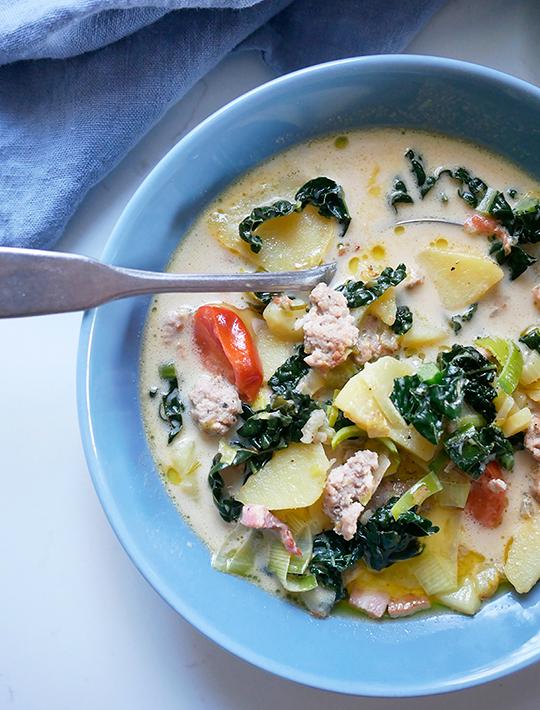 Fyldig Toscansk Suppe Med Kartofler Kål Og Gris